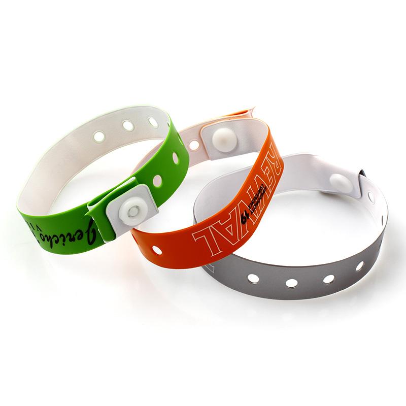 High quality Vinyl soft plastic pvc wristband with custom logo Featured Image